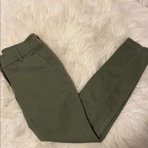 LOFT Light Army Green Crop Pants Sz: 0P